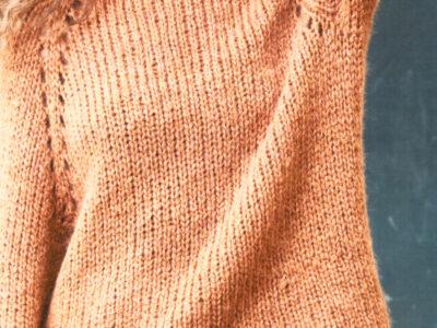 Strikkeopskrift på raglan bluse med lange ærmer
