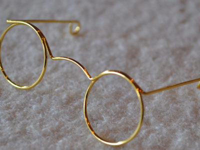 Briller og hatte