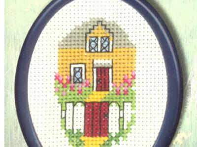Broderikit fra Permin gult hus 13-9388